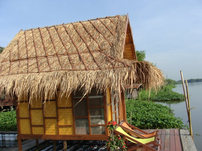 Ideal Place to Relax. A beautiful garden and river view in the Thai countryside await you